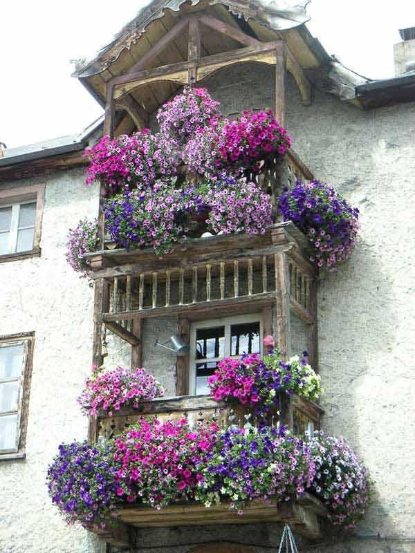 Balcon con flores caracoles pinterest balconi - Fioriere per davanzale finestra ...
