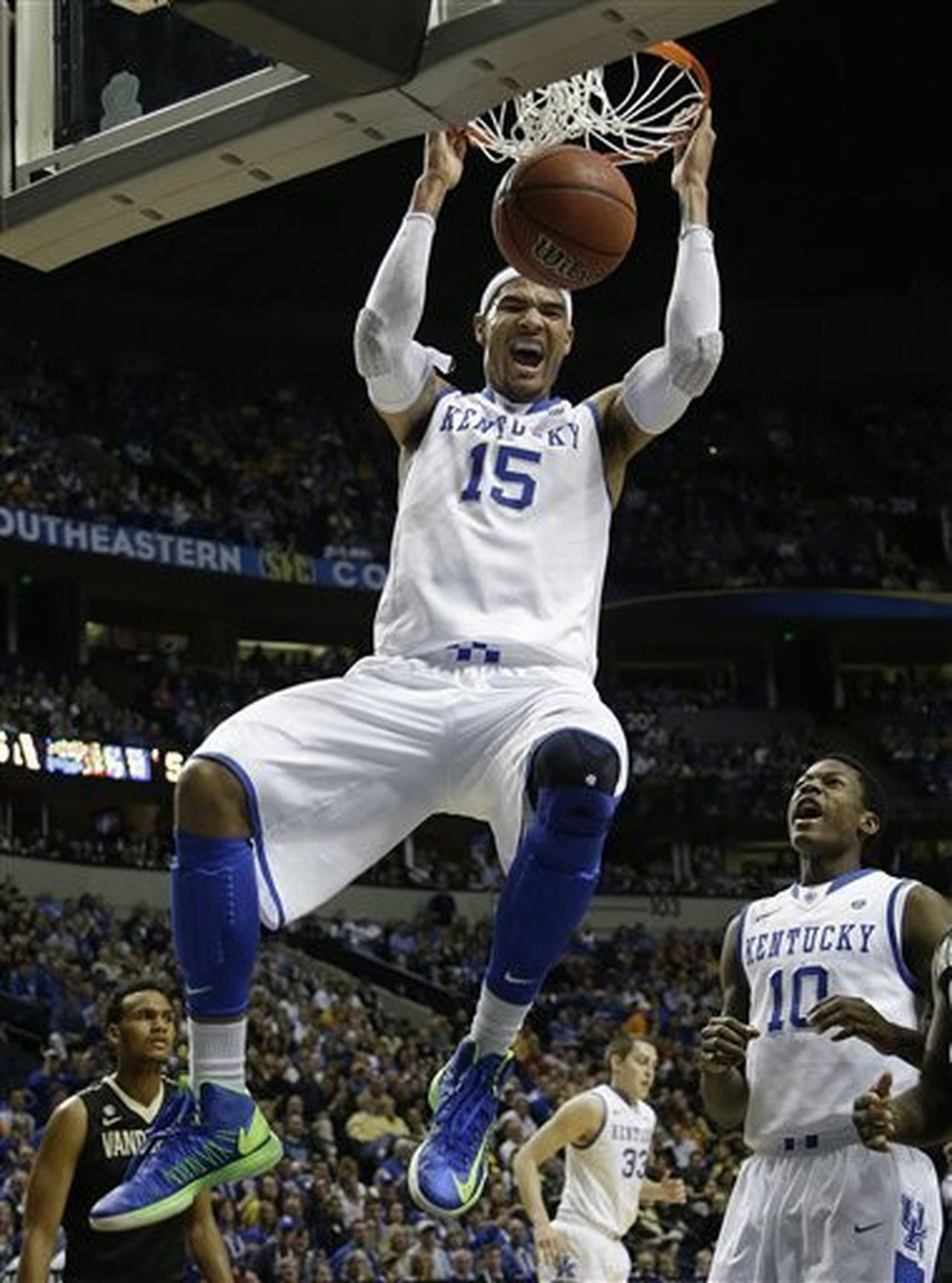 Kentucky s willie cauley stein kyle witjer staying in