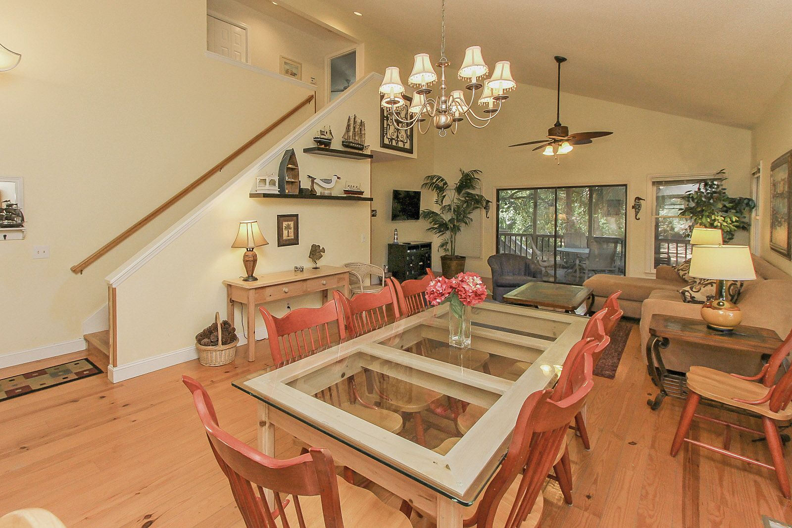 This 2 Story 4 Bedroom 4 Bathroom Home Has Been Updated With Bright Furnishings Carpet Tile Hardwood Floors And Kitchen Wi Home Luxury Homes Vacation Home