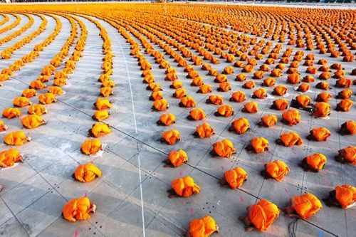 34,000 monks at a Buddhist Temple in Thailand. Awesome!