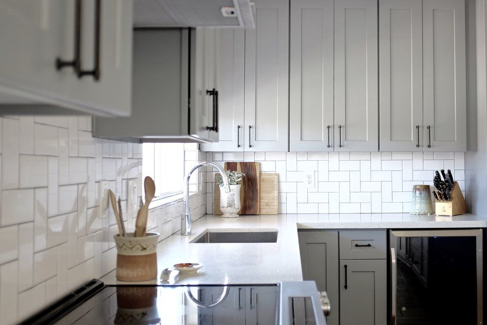 Gray Shaker Cabinets White Subway Tile With Darker Grout