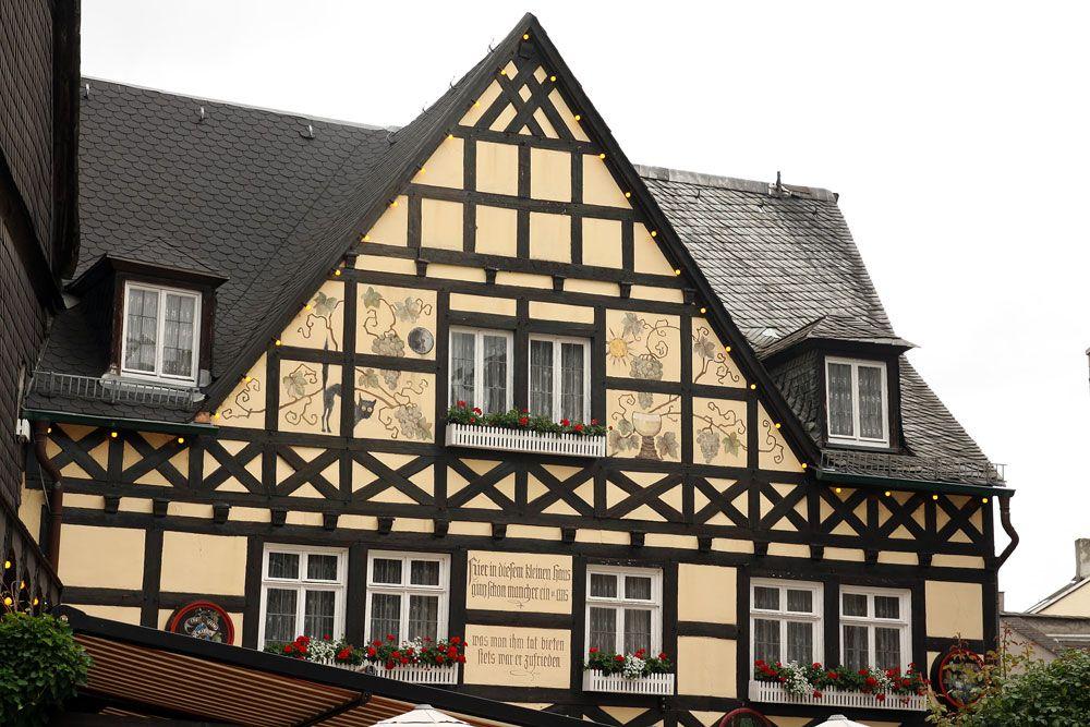 фото фронтон немецких домов небом