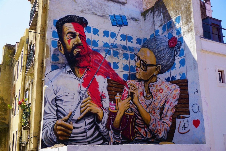 Graffiti in alfama lisbon