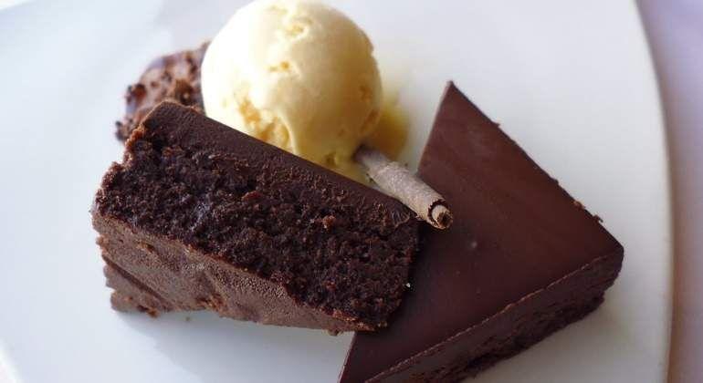 Es Uno De Los Reyes De La Pastelería A Nivel Planetario Un Pequeño Bizcocho De Chocolate Origi Brownie Recipes Fudge Brownie Recipe Pinterest Dessert Recipes