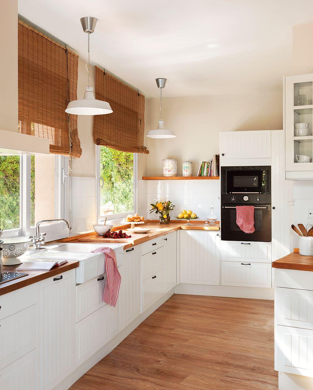 Cocina con muebles en blanco y encima de madera | Pinterest | Madres ...
