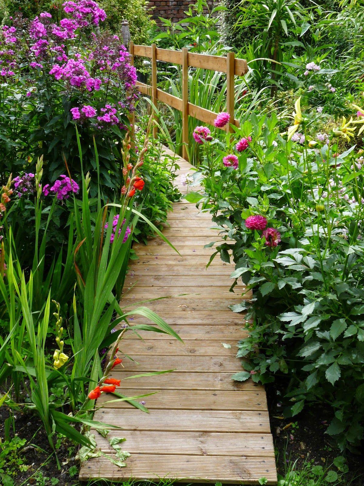 diy pont en bois pour bassin id es jardin pont de. Black Bedroom Furniture Sets. Home Design Ideas