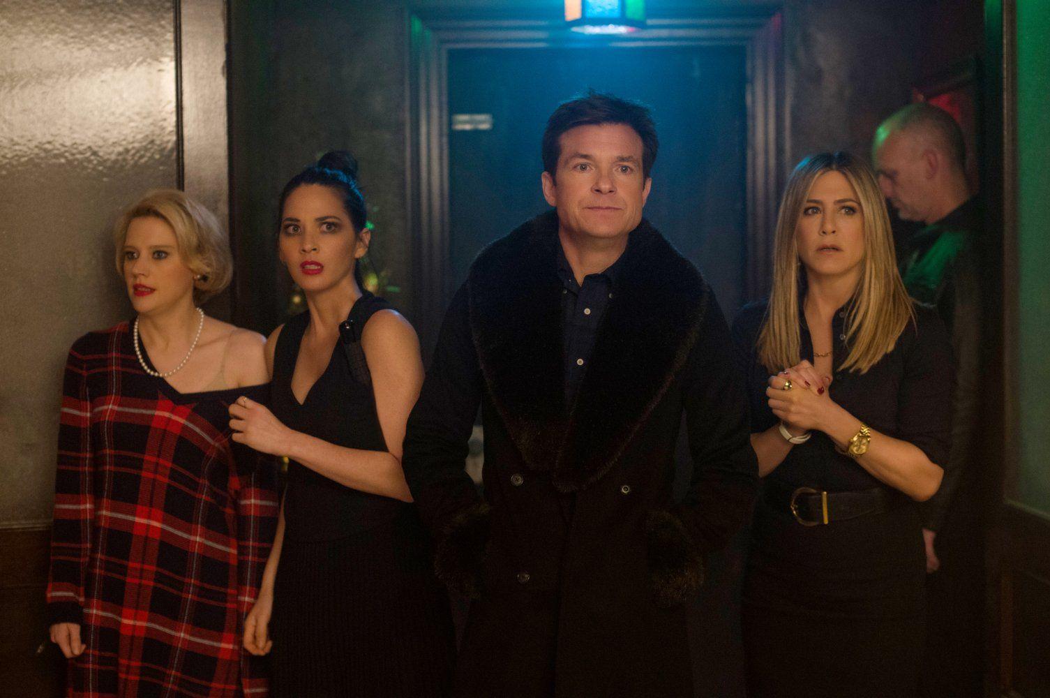 Kate McKinnon, Olivia Munn, Jason Bateman and Jennifer Aniston in ...