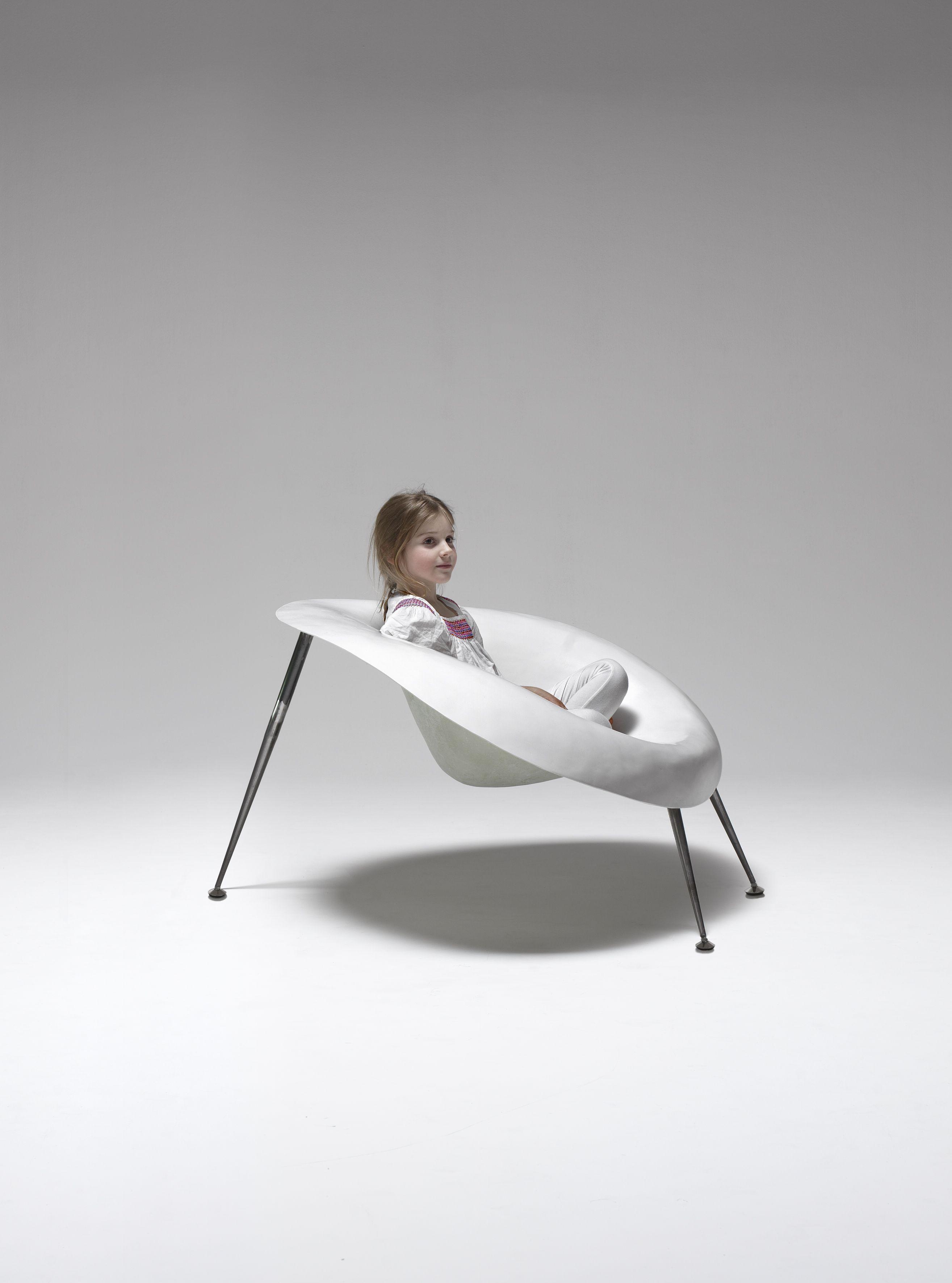 Nido Chair te koop bij Van Haneghem. Informeer via www.vanhaneghem.nl naar maten, prijzen en leveringsvoorwaarden.