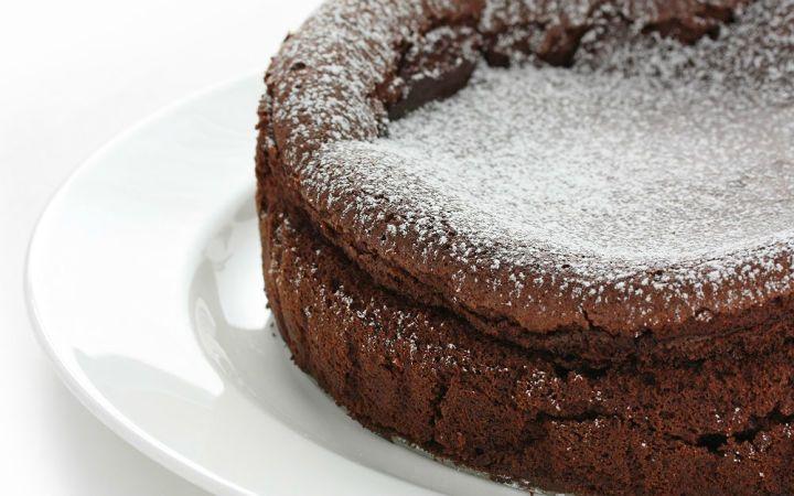 Çikolatalı kek: lezzetli yemekler pişirmek için bir reçete