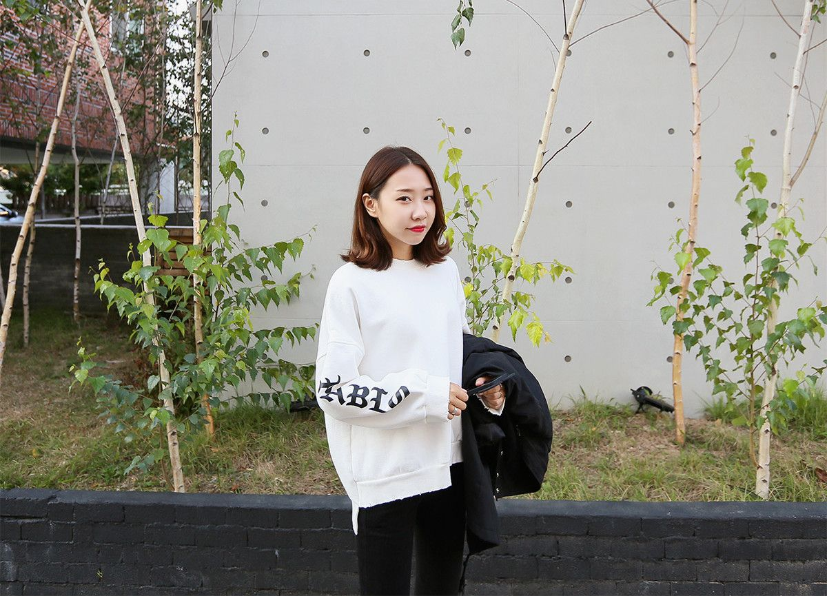 Look absolutely stylish with this crew neck sweatshirt.