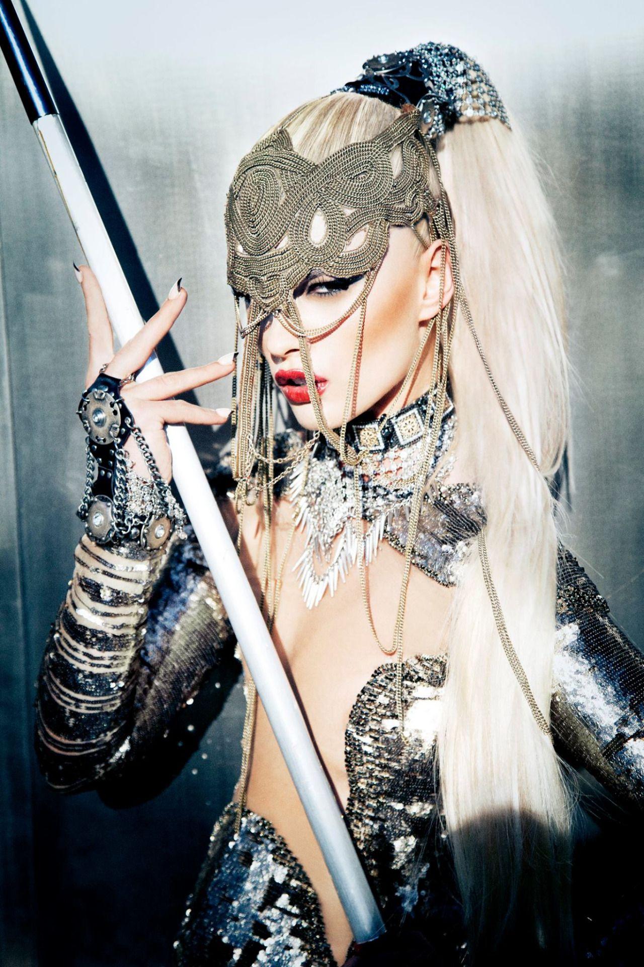 villain-fashion:Schön! 17 Crystal Renn by Ellen Von Unwerth. source:Schön! Magazine