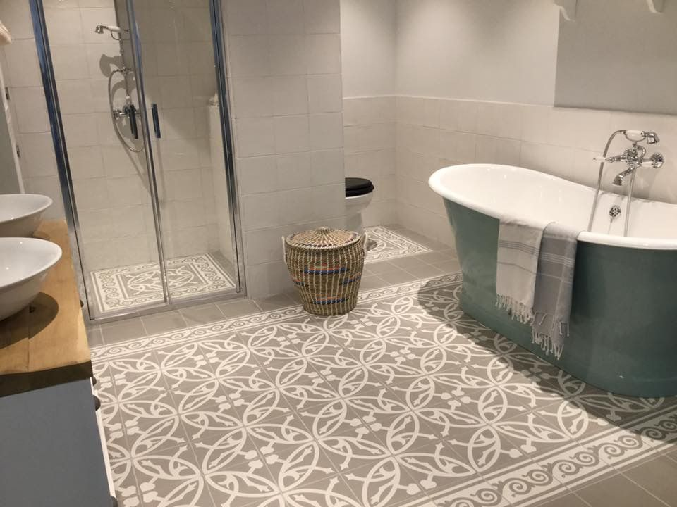 Mooie klassieke badkamer tegels. ze geven een mooie warme