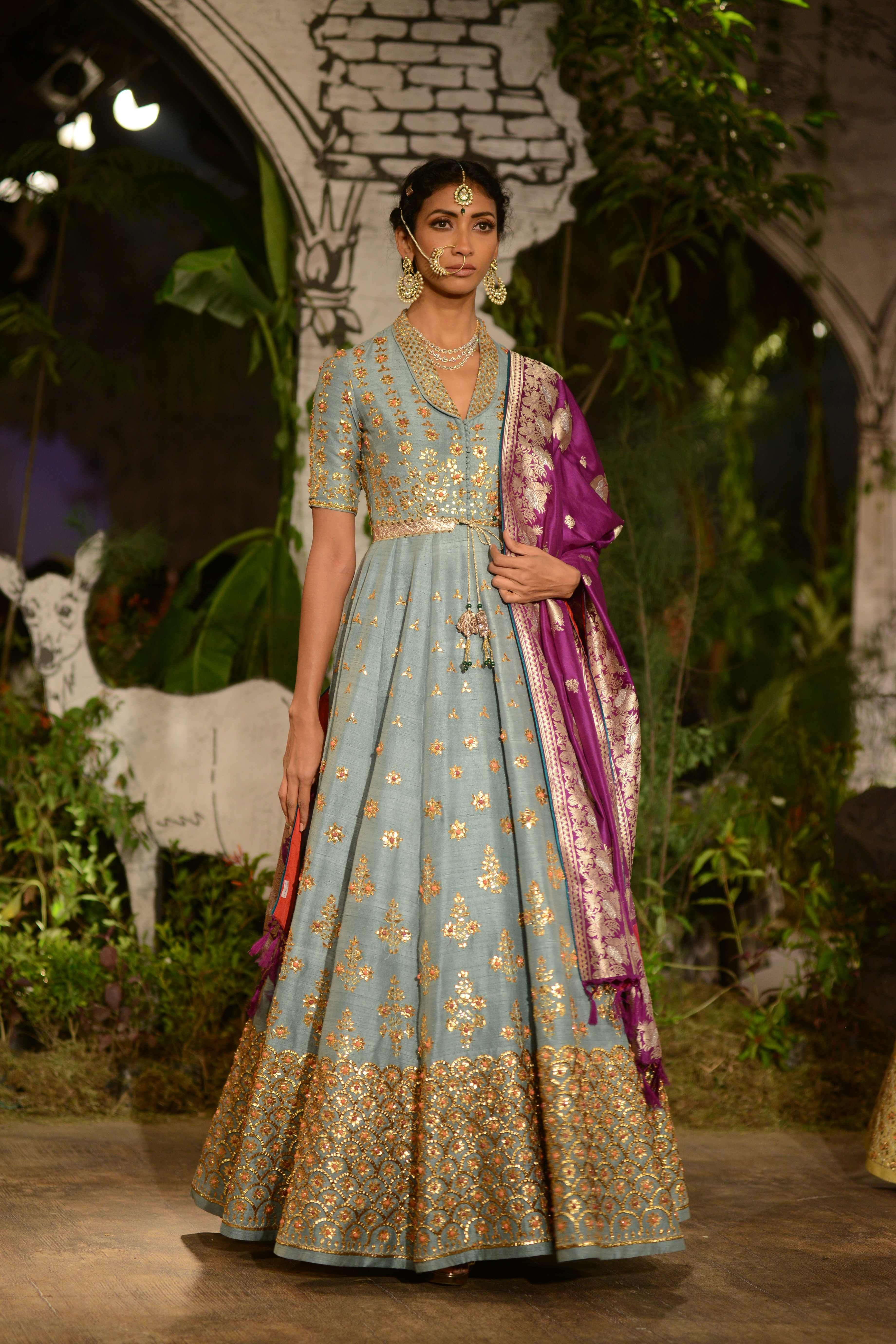 Pin By Suman On Weddings In 2019 Indian Wedding Gowns Indian