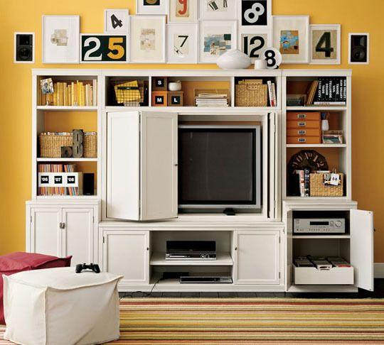 (hidden) TV / entertainment unit / bookcase