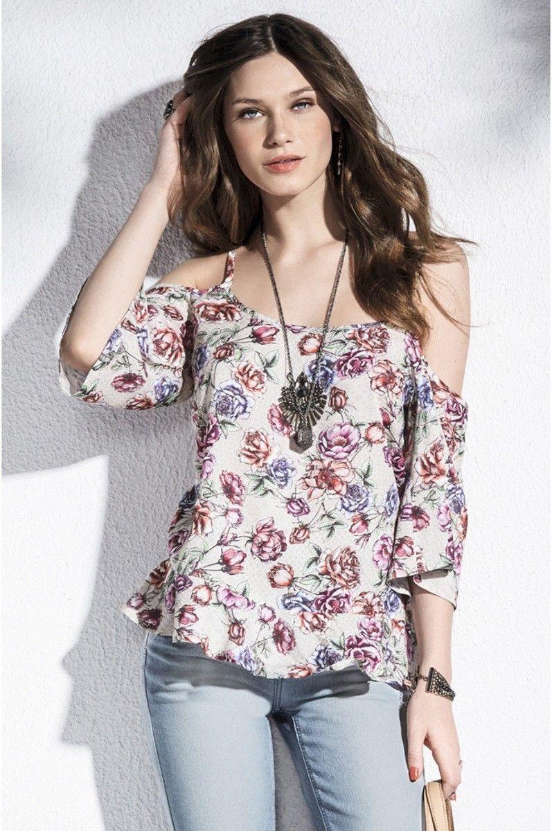 adc935f5a Blusa Feminina Em Tecido De Viscose Com Estampa Floral E Manga Recortada