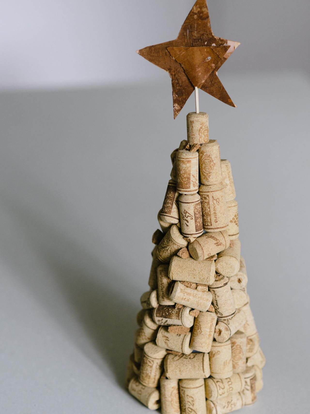 Put A Holiday Spin On Wine Corks With A Tabletop