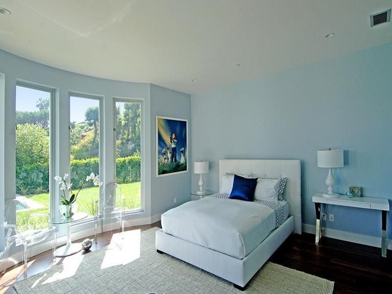 Best soft blue color schemes for master bedroom design for Blue bedroom colors