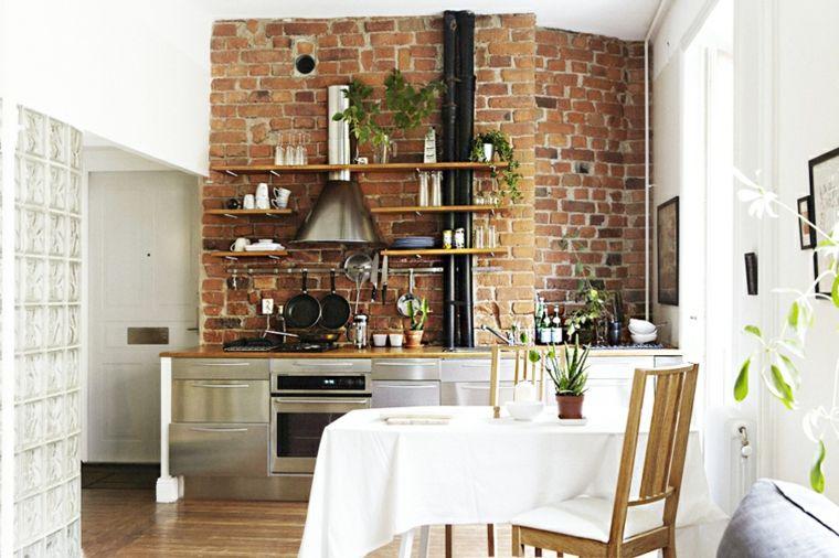 piccola cucina con mobili ed elettrodomestici in acciaio ...