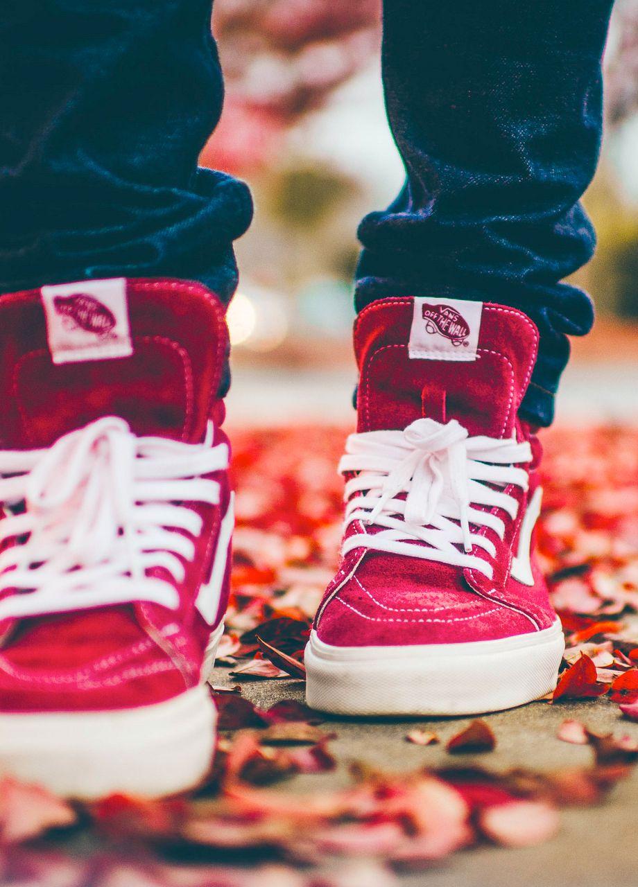 red vans sk8 hi on feet