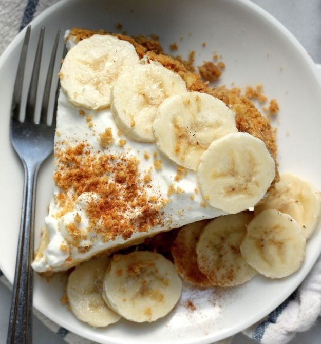 Boozy Banana Cream Pie   14 Extraordinary Desserts That Will Get You Tipsy by Homemade Recipes at http://homemaderecipes.com/14-extraordinary-desserts-alcohol/