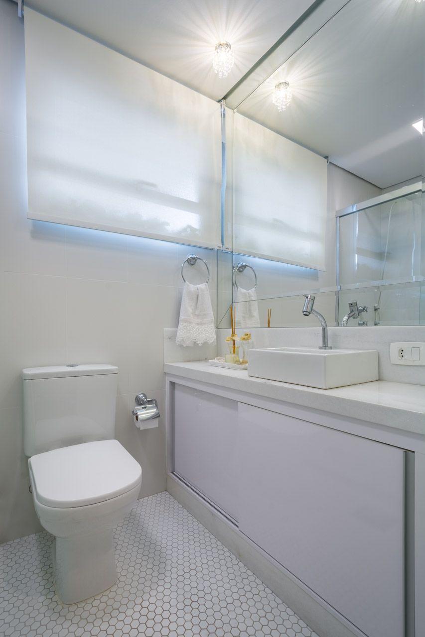 #474711 Banheiro todo branco com piso em pastilha retrôBanheiro e LavaboPastilhas  853x1280 px Banheiro Simples Todo Branco 2018 3801