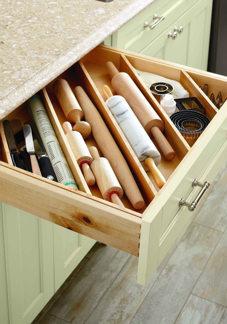 Storing utensils diagonally allows for a more efficent use of space ...