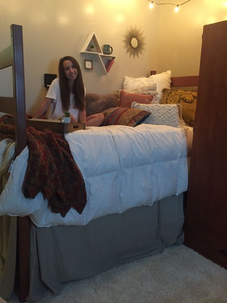 College dorm room ideas love the simple color scheme of - College dorm room ideas examples ...