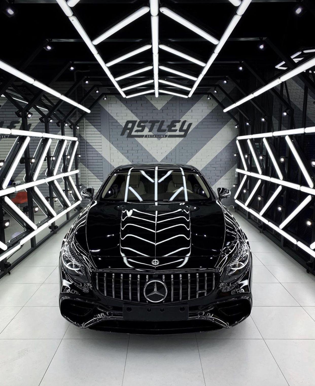 Pin By Aalves On Studio Ideas Atl Car Shop Garage Design Car Showroom Interior