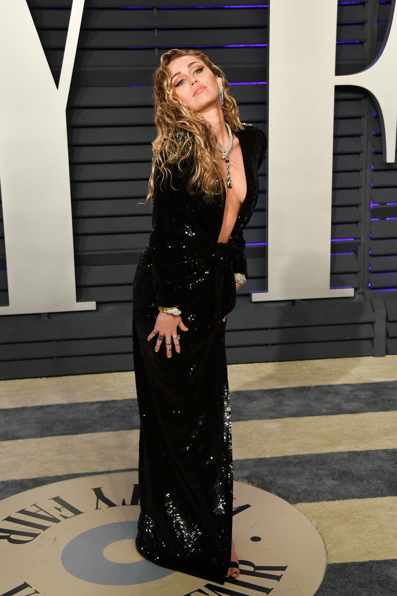 1a2543fc2e8eb1 Miley Cyrus at Vanity Fair Oscars After Party ✨