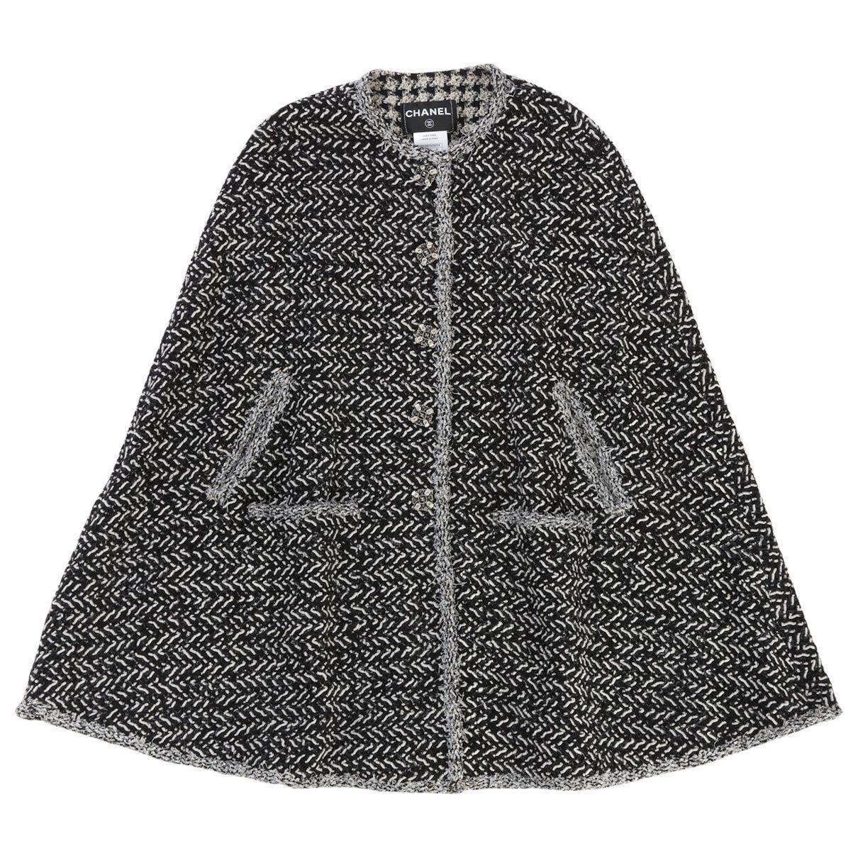 fd13fc8f Chanel Poncho | Vestiaire Collective | #BESTOFVEST | Chanel, Black ...
