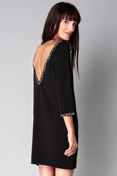 Robe noire droite decollete