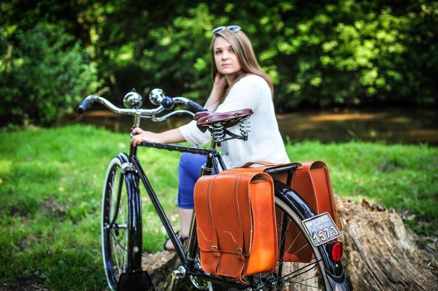 Alforja doble de cuero.  FSBike alforjas y maletines de cuero para acompañar a tu bicicleta clasica #avantumcompanystore #cuero