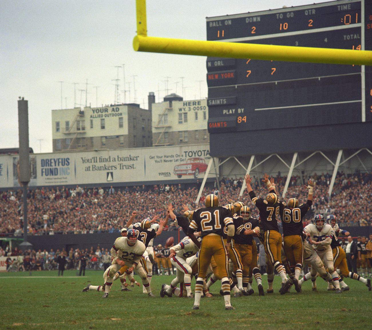 Giants Vs Saints Nfl Football Stadium New York Giants Football Nfl Football Teams