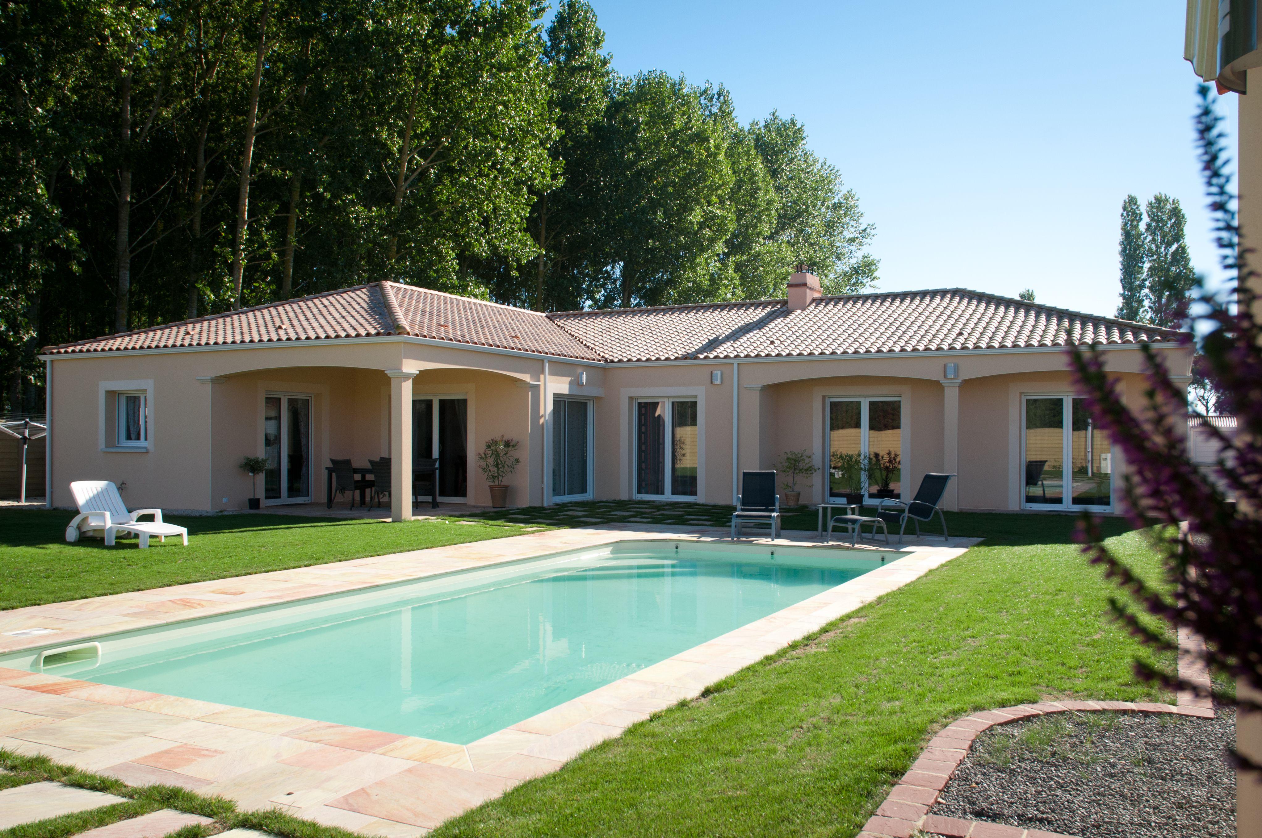 Maison constructeur de maison maisons d 39 en france - Villa charente maritime avec piscine ...