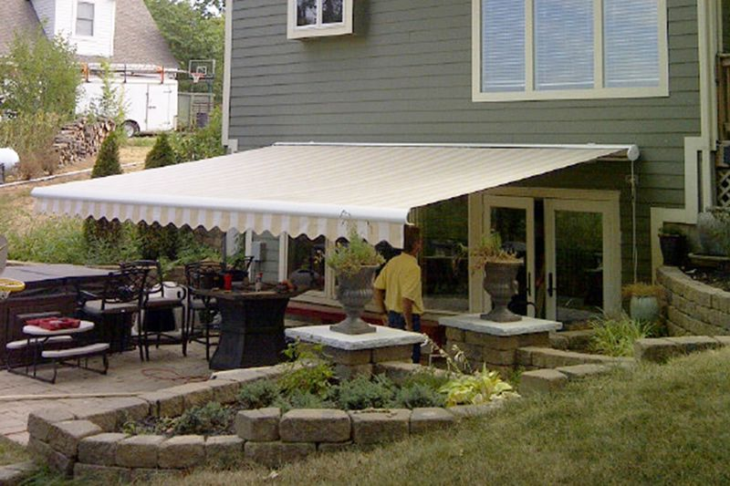 Retractable Awnings Come In Thousands Of Color And Style Combinations Motorized Awnings Are Powered By Somfy Motors And Retractable Awning Awning Shade Awning