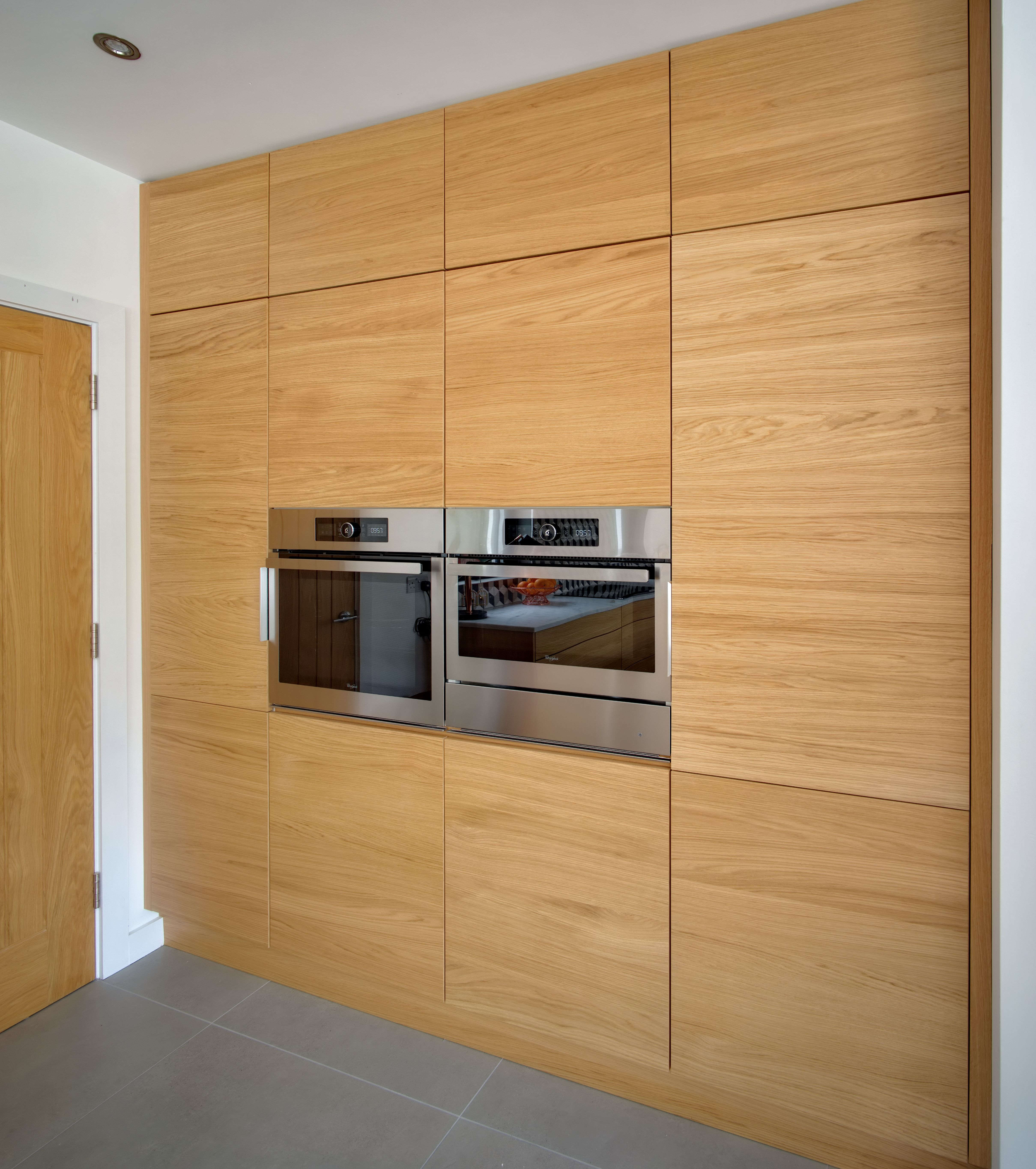 Push Opening Oak Horizontal Wood Grain Doors And Flush Appliances Create A Modern German Inspired Look On This Appliance W Pantry Wall Kitchen Interior Kitchen