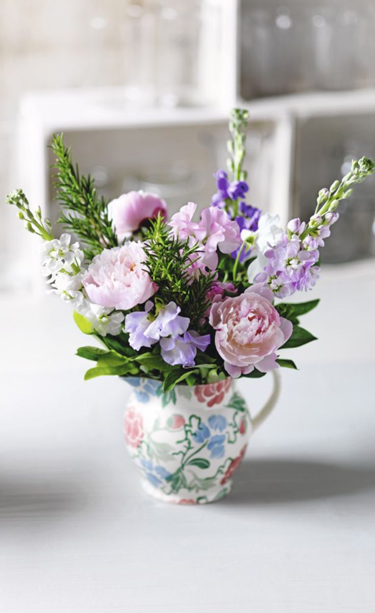 Incroyable Exclusive Emma Bridgewater Jug, Designed Just For Waitrose Florist Filled  With Beautiful Sweet Peas And