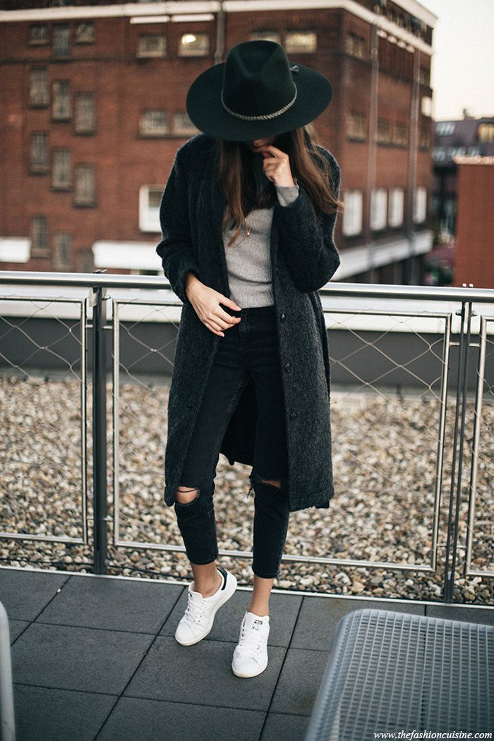 Brixton green fedora hat and Asos black mom jeans with Stan Smith outfit ideas