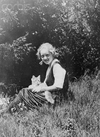 Bette Davis with her cat Celebrities with cats, Cat