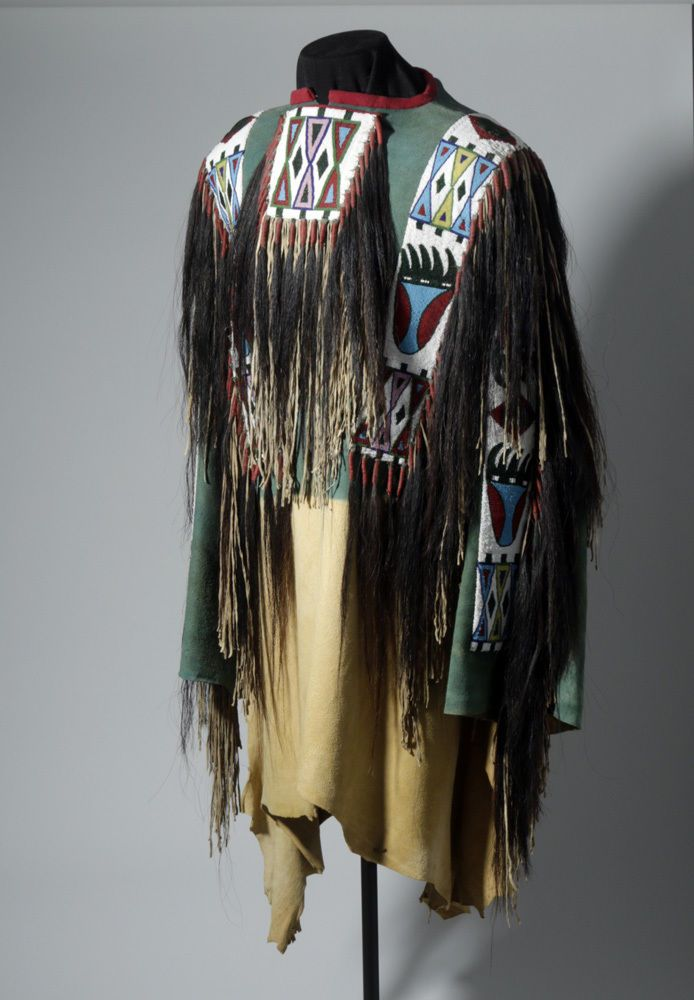 Late 20th c native american cheyenne beaded war shirt lot for Vetements artisanat indien