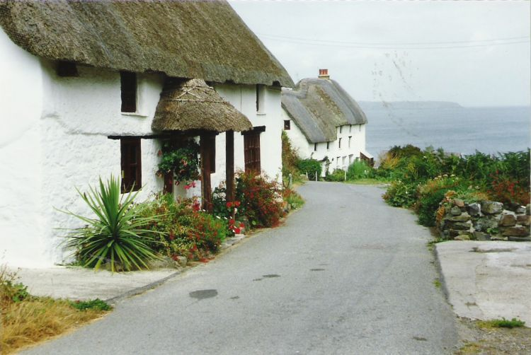 On the way to Church Cove near Mullion | Cottages ...