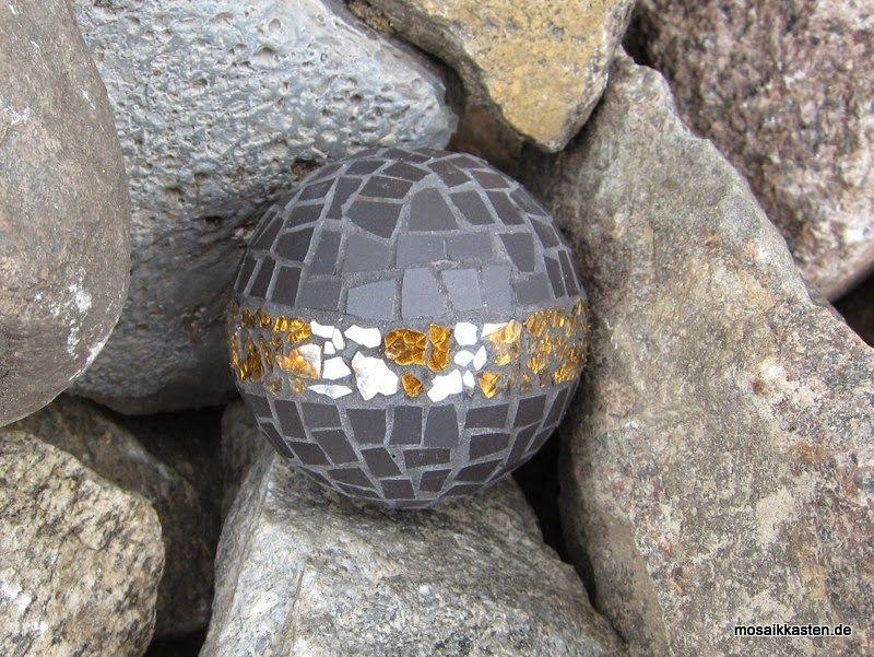 Mosaik dekoration mosaic gazing balls pinterest - Dekoration mosaik ...