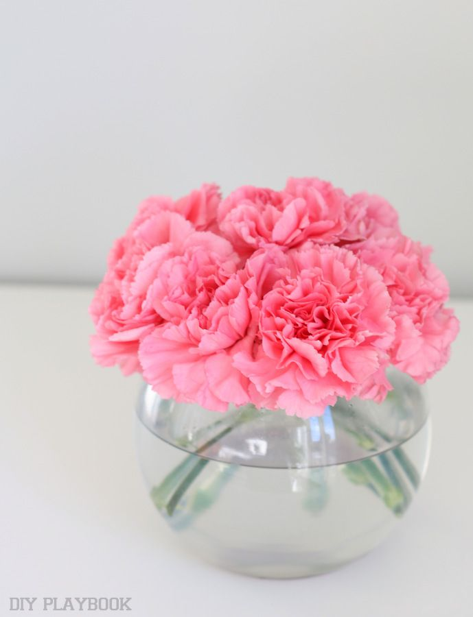 How To Decorate With Carnations Tutorial Diy Playbook Carnation Centerpieces Creative Flower Arrangements Carnations