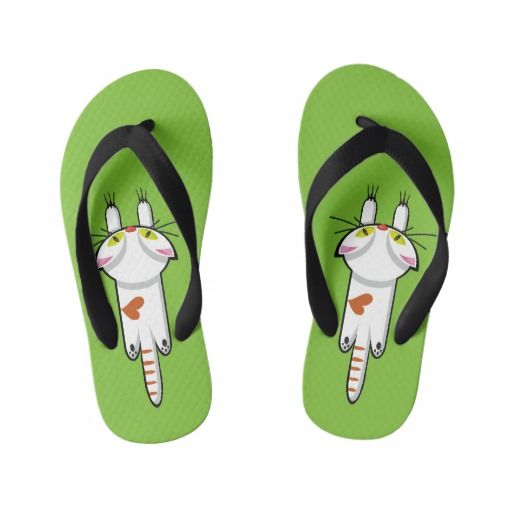 Lindo Gatito aferrado. Gato, cat, kitten. Kid's Flip Flops. Producto disponible en tienda Zazzle. Calzado, moda. Product available in Zazzle store. Footwear, fashion. Sandalias de playa hawaianas. Hawaiian beach sandals. Regalos, Gifts. Link to product: http://www.zazzle.com/lindo_gatito_aferrado_gato_cat_kitten_kids_flip_flops-256363576284628387?CMPN=shareicon&lang=en&social=true&view=113637876397427135&rf=238167879144476949 #sandalias #sandals #cat #gato #kitten #love