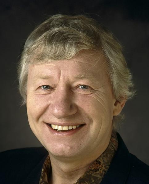 Jaap Stobbe 07-11-1936 Nederlandse clown en acteur woonachtig in Amsterdam, die vooral bijrollen in films en ook in enkele televisieseries heeft gespeeld. Hij is onder andere bekend door zijn vertolking van de Plaaggeest in de jeugdserie Bassie & Adriaan: De Plaaggeest uit 1978. https://youtu.be/cBZjBxYk9LQ