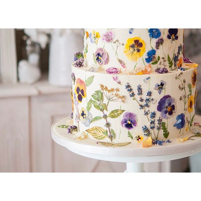Wedding Cake Flowers Edible: A Closer Look At One Of My Edible Flower Designs.
