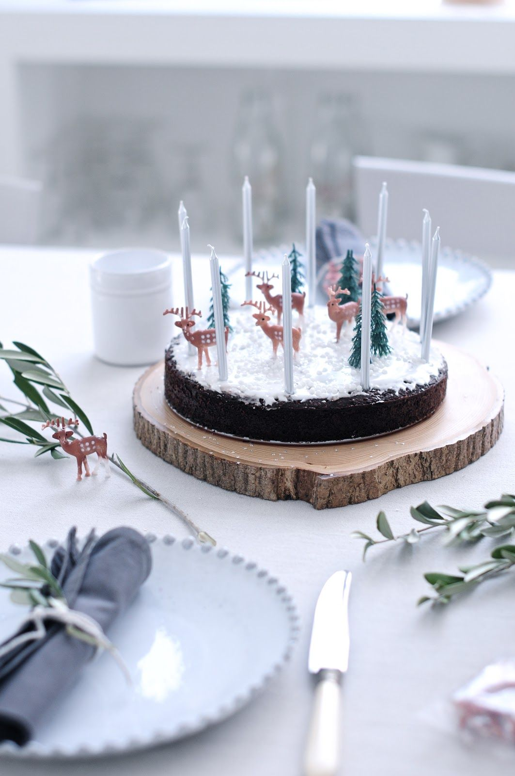 I ADORE the single reindeer off of the cake, too. That's rudolph.