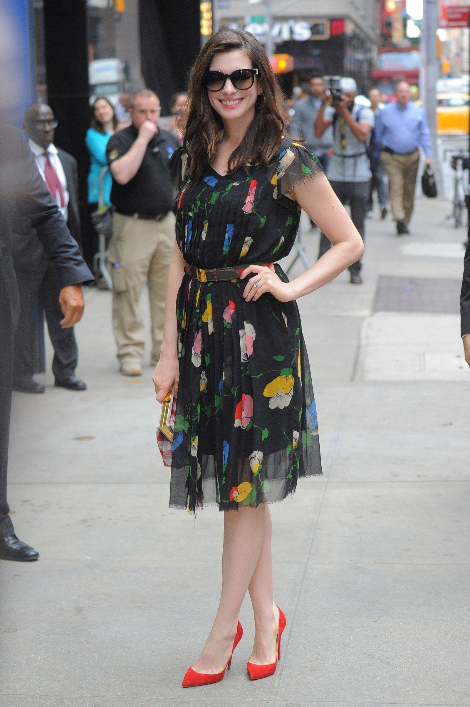 Anne Hathaway Causa Furor Fashion Com Vestido De R 46 En 2020
