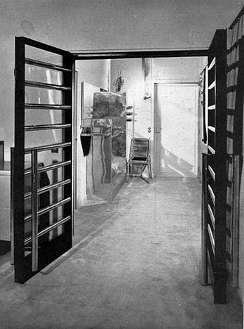 the studio on rue mechain paris 14 1931 art tamara de. Black Bedroom Furniture Sets. Home Design Ideas