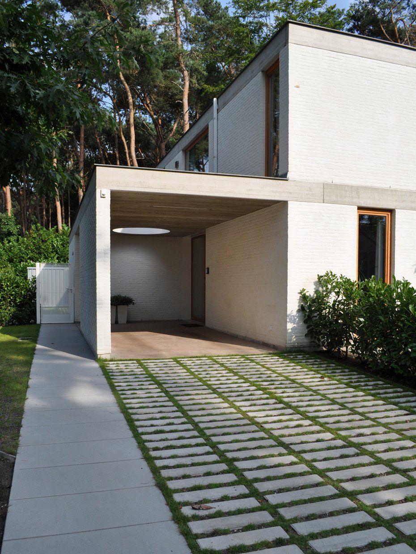 Driveway up to workshop. Stefan Morael Landscape & Garden Architect BULK architecten - grasdals